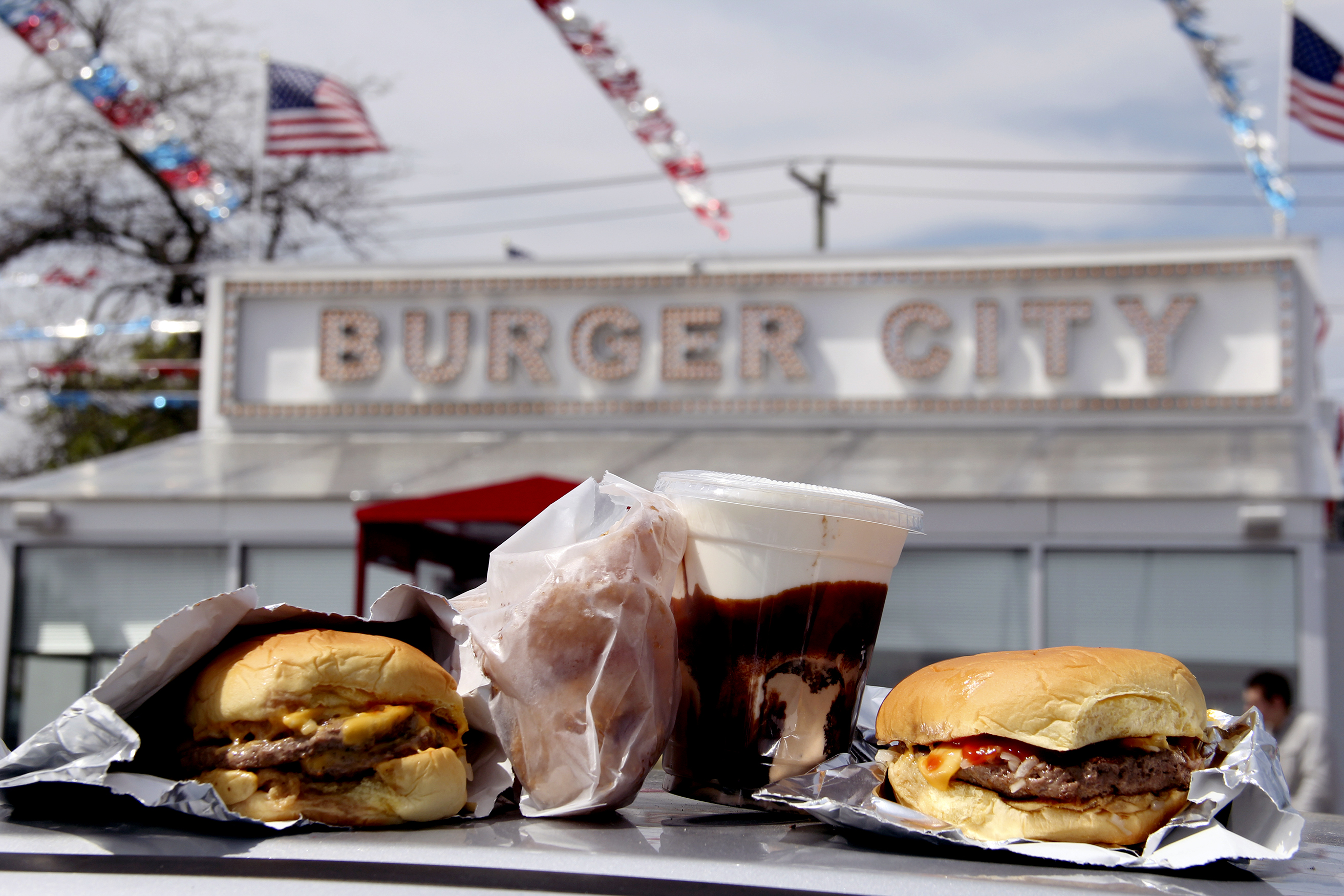 Dining_BurgerDrive_052516_BurgerCity